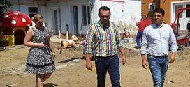Targoviste: Primarul  Cristian Stan a facut o vizita de  lucru la santierul care vizeaza lucrarile de amenajare a curtii Gradinitei nr. 9