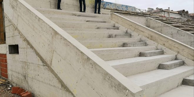 """Targoviste: PrimarulCristian Stan,  vizita  de lucru (si) pe santierul de reabilitare si reconstructie a stadionului """"Eugen Popescu""""!"""